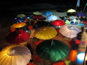 The beachside warung La Plancha by night